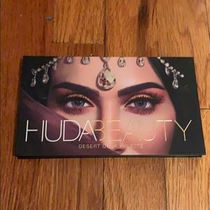 Like new Huda Desert Dusk palette